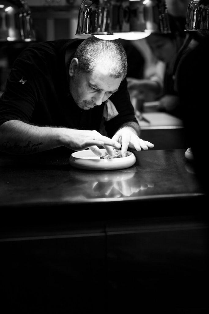 Küchenchef im Restaurant Victor's Fine Dining | Schwarzweiß | Christian Bau